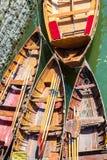 在河的聘用小船 免版税库存图片