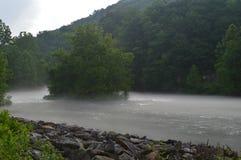在河的蒸汽 免版税库存照片