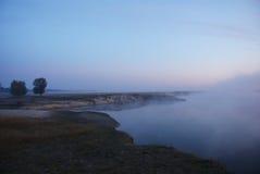 在河的薄雾 免版税库存图片