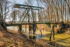 在河的被毁坏的吊桥 库存照片