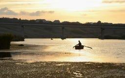 在河的软的日落 免版税库存照片