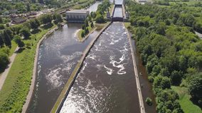 在河的门户 水闸 股票录像