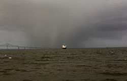在河的雨 免版税图库摄影