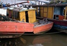 在河的黄色渔船 库存图片