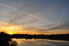 在河的黎明 库存图片