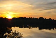 在河的黎明 免版税库存图片