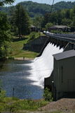 在河的水坝在北卡罗来纳 免版税库存图片