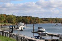 在河的10月 库存图片