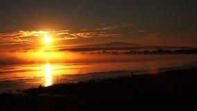 在河的晴朗的日落 影视素材