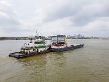 在河的货物驳船 库存照片