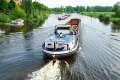 在河的货船 免版税图库摄影