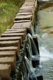 在河石头的桥梁 图库摄影