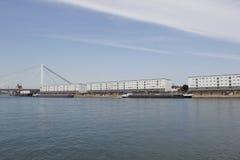 在河莱茵河的运输 免版税库存图片