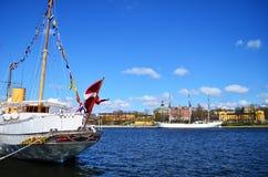 在河运送与蓝天和晴天,哥本哈根,丹麦 库存照片