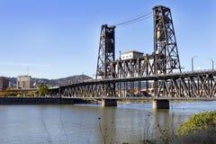 在河钢willamette的桥梁 库存图片