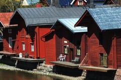 在河附近的木谷仓在老镇波尔沃,芬兰 库存照片
