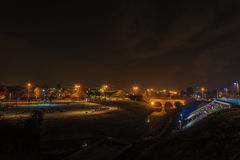 在河附近被射击的夜 图库摄影