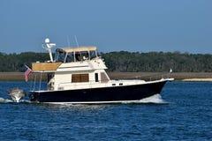 在河,佛罗里达,美国的游艇 免版税库存照片