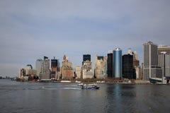 在河,曼哈顿的小船 免版税库存照片
