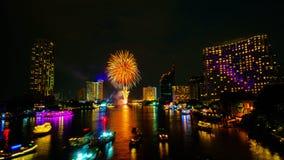 在河,曼谷的烟花 免版税库存照片