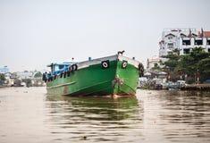 在河,湄公河的货船三角洲,越南 免版税库存图片