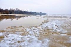 在河,湖的冰 免版税库存照片