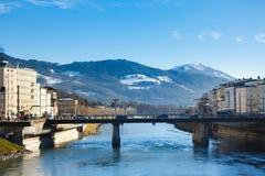 在河,萨尔茨堡的桥梁 免版税库存照片