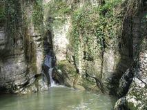 在河Agura的瀑布 索契邻里  免版税库存图片