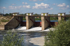 在河Alatyr的水坝 免版税图库摄影