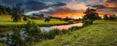 在河Aln的全景日落 免版税库存照片