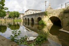 在河Avon,雅芳河畔布拉福的老桥梁 库存图片