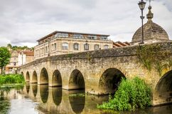 在河Avon,雅芳河畔布拉福,威尔特郡,英国的桥梁 图库摄影
