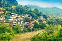 在河Beas的居民住房 曼迪,喜马偕尔邦,印度 库存图片