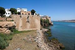 在河Bou遗憾的安达卢西亚的墙壁从大西洋分离城市 拉巴特 摩洛哥 免版税库存照片