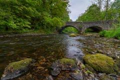 在河Brathay的一座桥梁 图库摄影