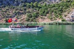 在河Dalyan的小船 免版税库存图片