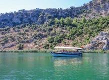 在河Dalyan的小船 免版税图库摄影