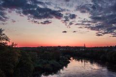 在河Dnieper的五颜六色的日落 库存图片