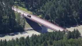 在河Katun的新的桥梁Aysky 阿尔泰边疆区 股票视频