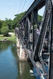 在河Kwai的桥梁的铁路 库存图片