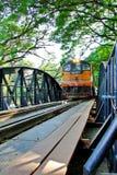 在河Kwear桥梁的火车 库存图片