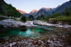 在河Lepena的日落在特里格拉夫峰国家公园,斯洛文尼亚 库存照片