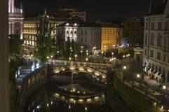 在河Ljubljanica,卢布尔雅那,斯洛文尼亚的三倍桥梁 免版税库存图片