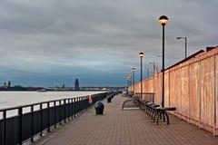 在河Mersey,利物浦,英国的散步。 免版税库存照片