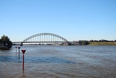 在河Noord的桥梁在阿尔布拉瑟丹在荷兰 库存图片