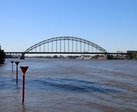 在河Noord的桥梁在阿尔布拉瑟丹在荷兰 免版税库存照片