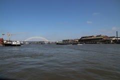在河Noord的桥梁阿尔布拉瑟丹的在荷兰 免版税库存照片