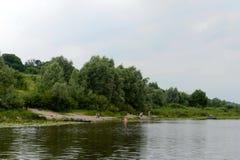 在河Oka的云彩 库存照片