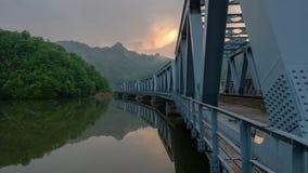 在河Olt的金属桥梁 库存图片
