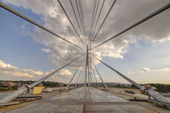 在河Sava,贝尔格莱德,塞尔维亚的Ada桥梁 免版税库存照片
